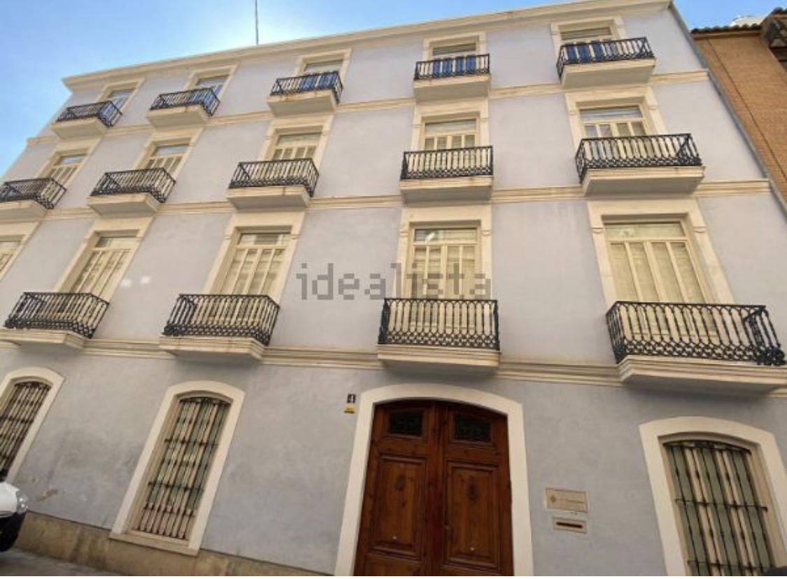 Edificio uso mixto en calle trinitarios valencia