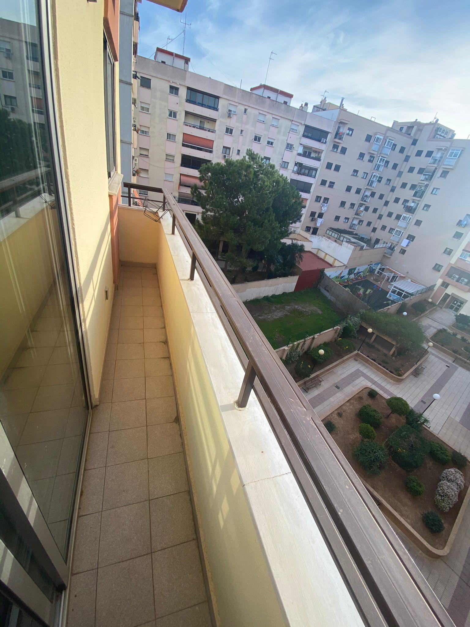 PISO EN CALLE ARQUITECTO SEGURA DE LAGO (Valencia)